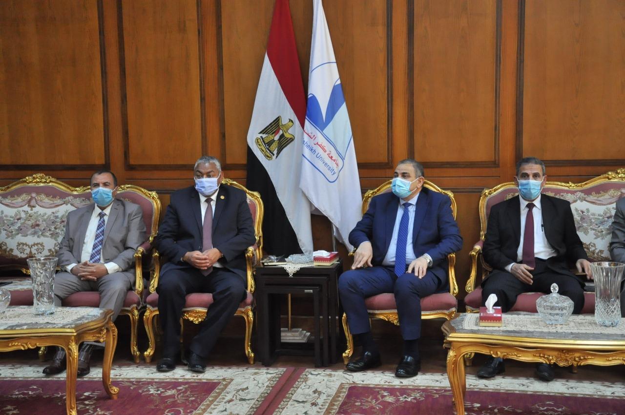 رئيس الجامعة يستقبل البرلماني محمود بكري